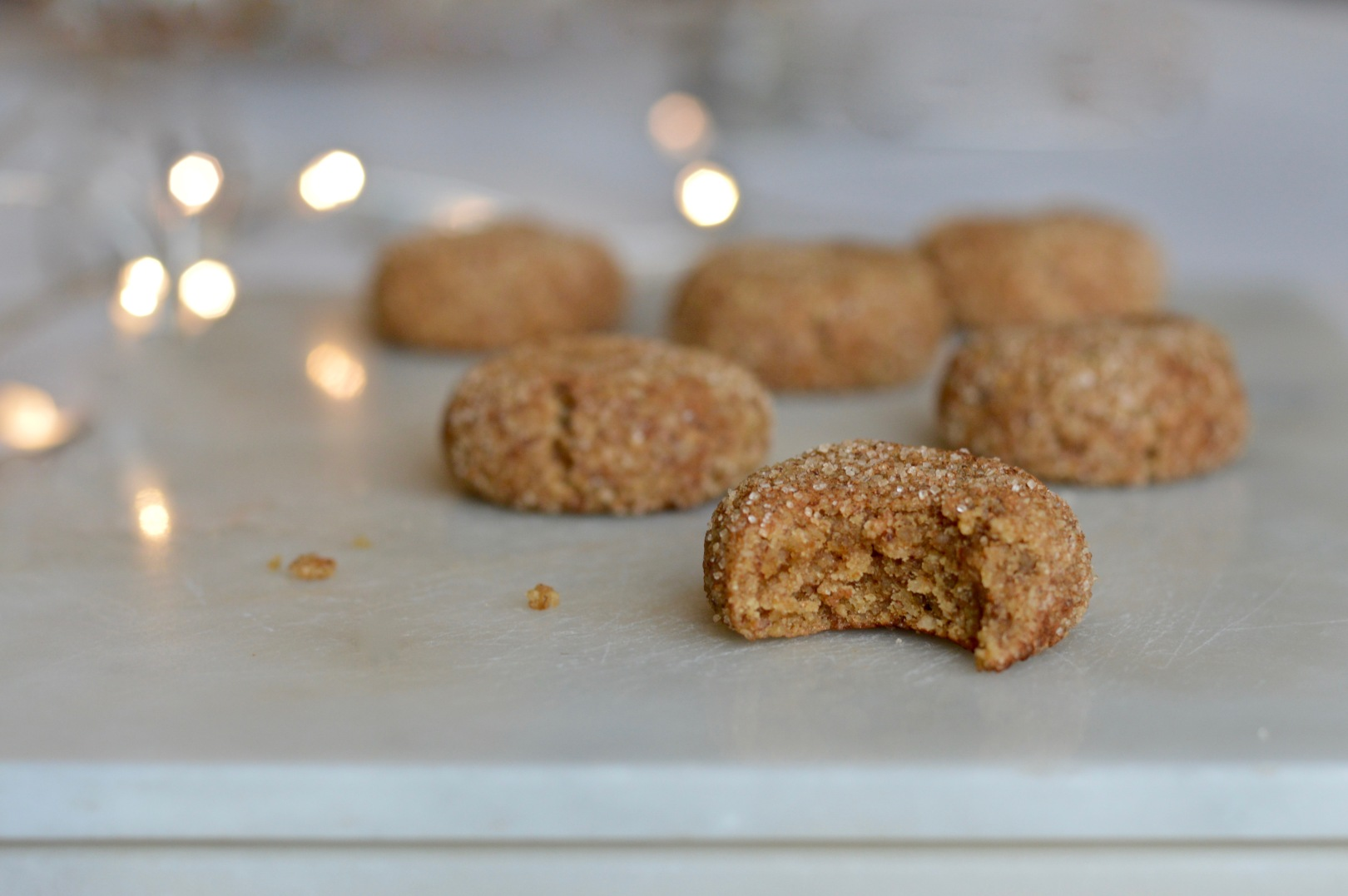 Almond cinnamon cookies