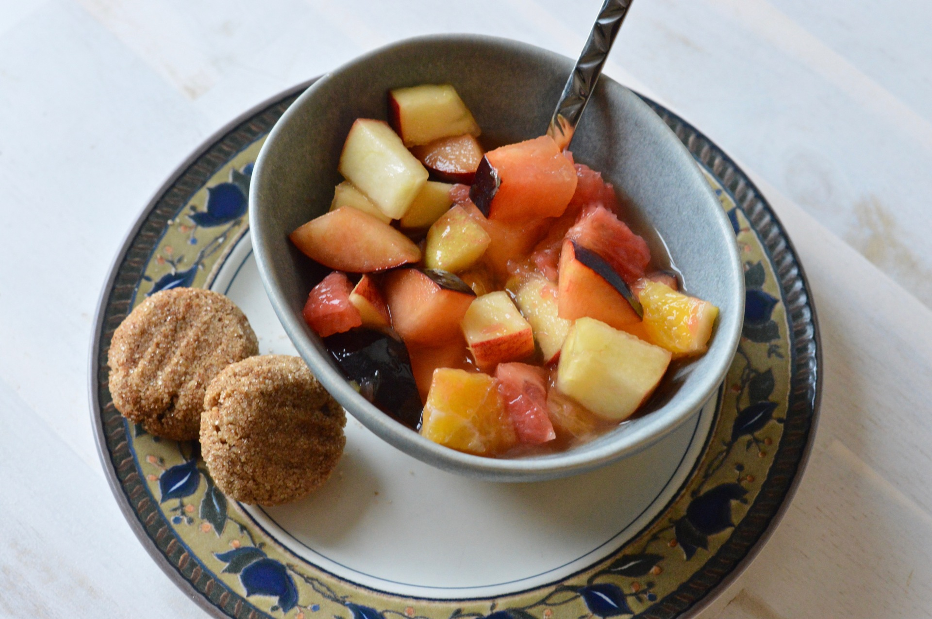 Almond cinnamon cookies and fruit salad